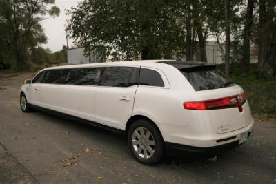 2014-MKT-MKT-Lincoln-Town-Car-120_SUV-Limo-03
