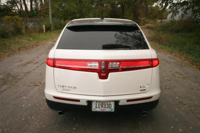 2014-MKT-Lincoln-Town-Car-120_SUV-Limo-04