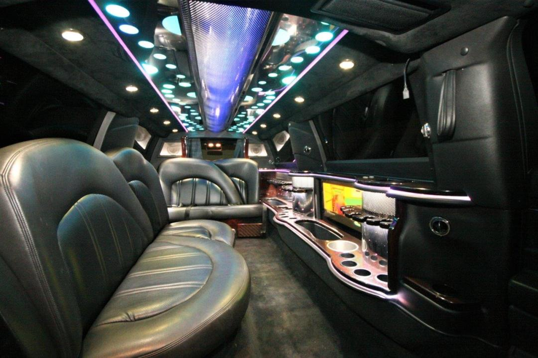2014 MKT Lincoln Town Car SUV Limo Interior with Black Leather Seats