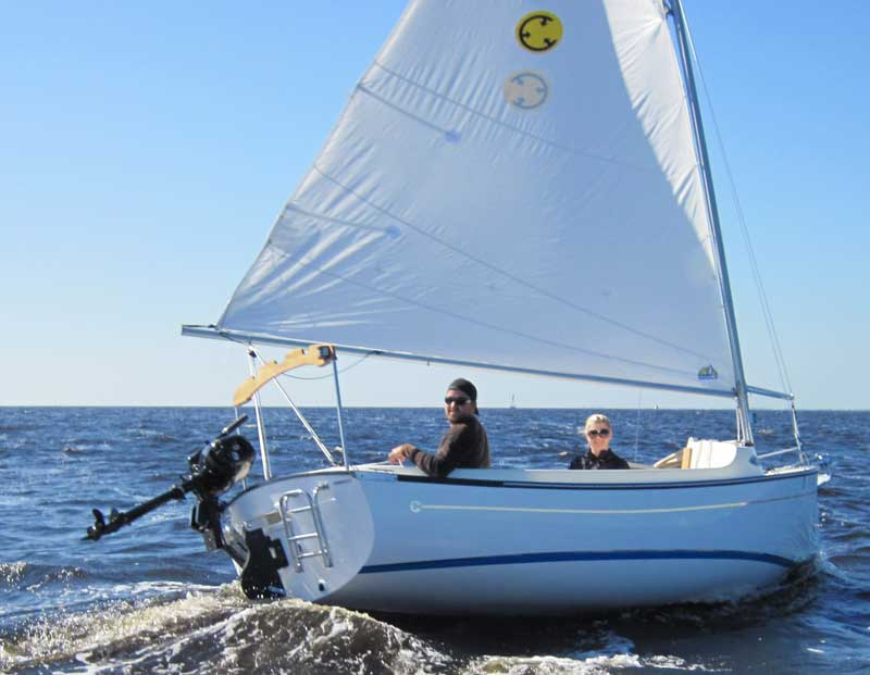 The Com Pac Sun Cat A Review Tropical Boating