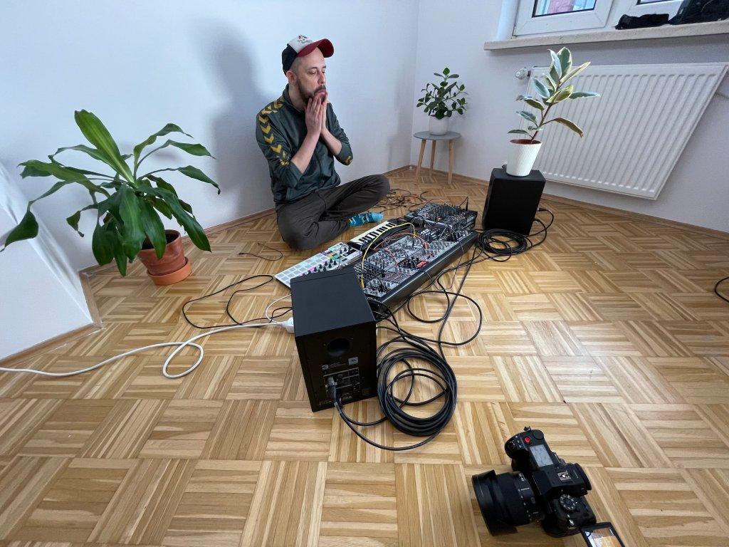 Fat Koala Disorder desde Varsovia, Polonia junto a Paul Numi en Sábado Internacional de Tropical Punk Records