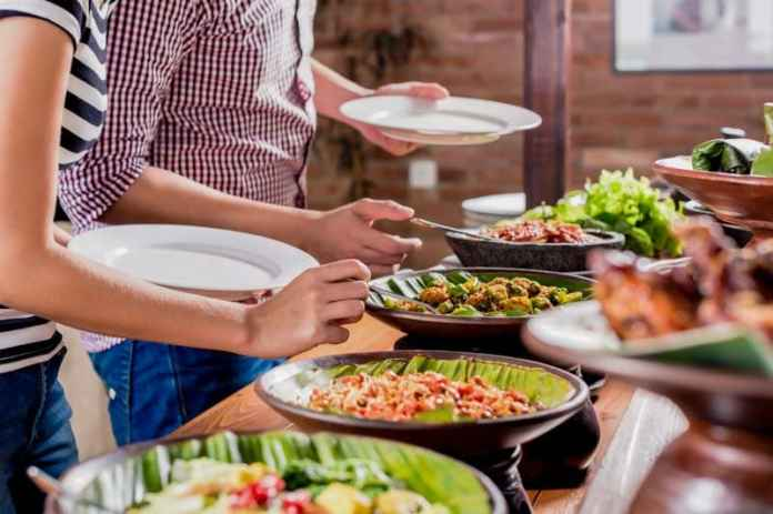 Tips On Eating And Dining Etiquette In Indonesia Tropilogy
