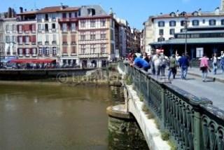 Puente hacia el mercado. Bayona