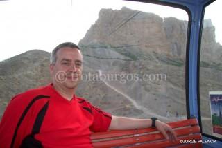 JORGE EN EL TELEFÉRICO PARA SUBIR A LA SOFEH MOUNTAIN EN ISFAHAN