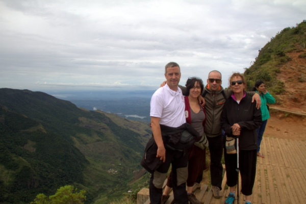 FOTO DE GRUPO EN EL LESSER WORLD'S END EN HORTON PLAINS