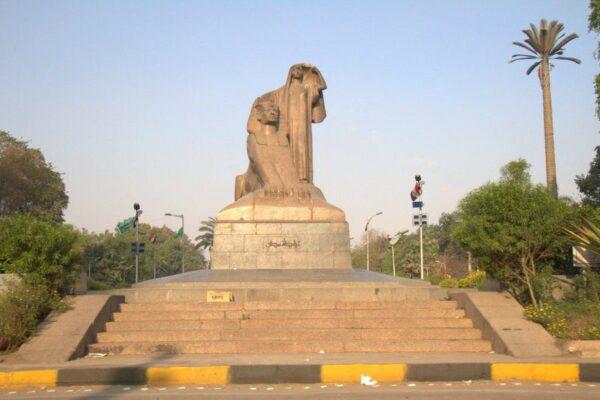 ESTATUA EN EL CAIRO
