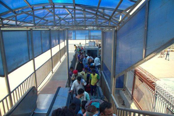 CONTROL DE EQUIPAJES EN LA ESTACIÓN DE TRENES DE NEW DELHI