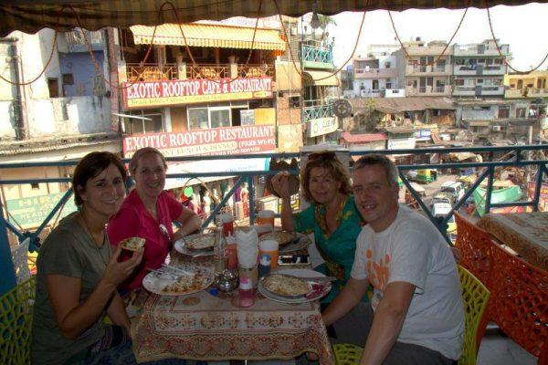COMIENDO EN EL RESTAURANTE KRISHNA CAFE EN DELHI