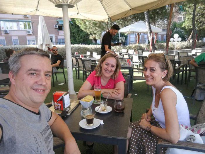 TOMANDO CAFÉ CON PALOMA EN MADRID