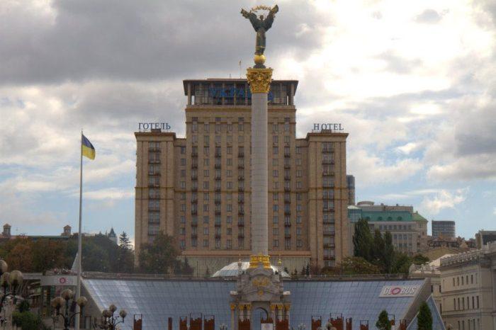 COLUMNA DE LA INDEPENDENCIA EN LA PLAZA DE LA INDEPENDENCIA, KIEV