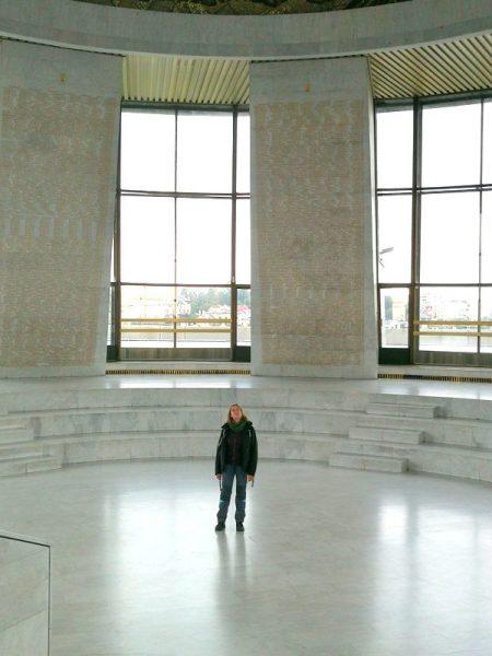 BEATRIZ EN EL MUSEO DE LA SEGUNDA GUERRA MUNDIAL, KIEV