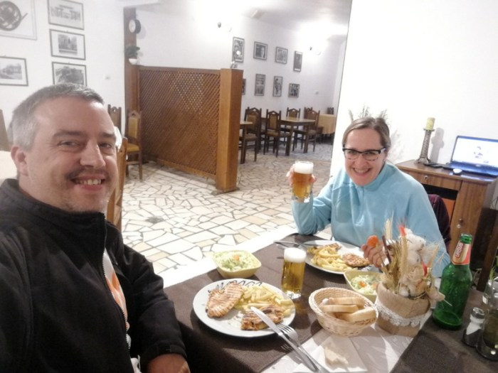 CENANDO EN EL RESTAURANTE DE LA PENSIUNEA CASA HORA, SUCEAVA