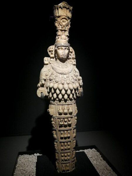 ESTATUA DE ARTEMISA EN EL EL MUSEO DE ÉFESO,, SELCUK