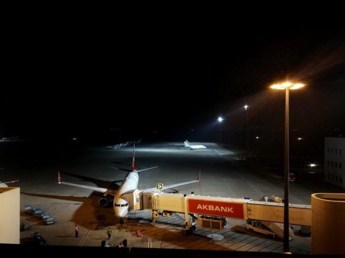 AVIÓN AIRBUS A320 DE EDELWEISS EN EL AEROPUERTO DE ANTALYA