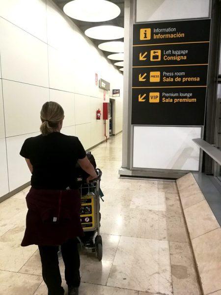 YENDO A CONSIGNA EN EL AEROPUERTO DE MADRID