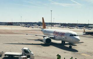NUESTRO AVIÓN DE LA COMPAÑIA PEGASUS AIRLINES EN MADRID