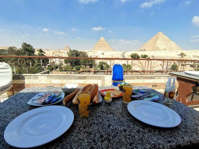 DESAYUNANDO EN EL HOTEL PYRAMIDS VIEW INN EN GIZA