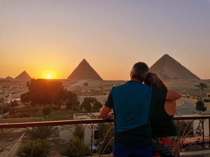 VIENDO ATARDECER DESDE EL HOTEL PYRAMIDS VIEW INN EN GIZA