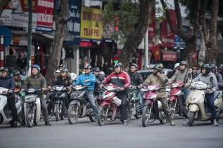 Wat te doen in Hanoi - Mensen op brommers