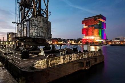 Het MAS wordt verlicht tijdens de Antwerp Pride