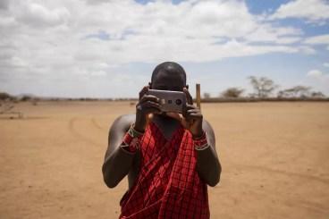 Wat te doen in Nairobi - Masai met smartphone