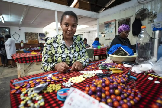 Kazuri Beads Nairobi werkster