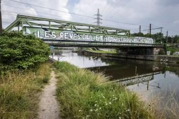 Street art op brug in Charleroi