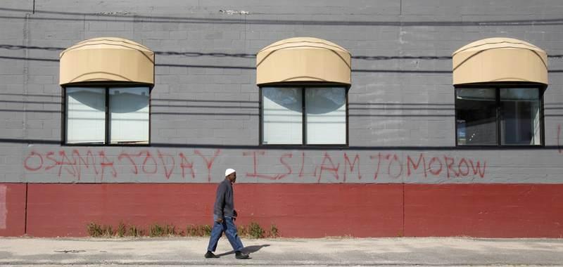 mosquee.graffiti Islamophobie : « Osama aujourd'hui Islam demain »