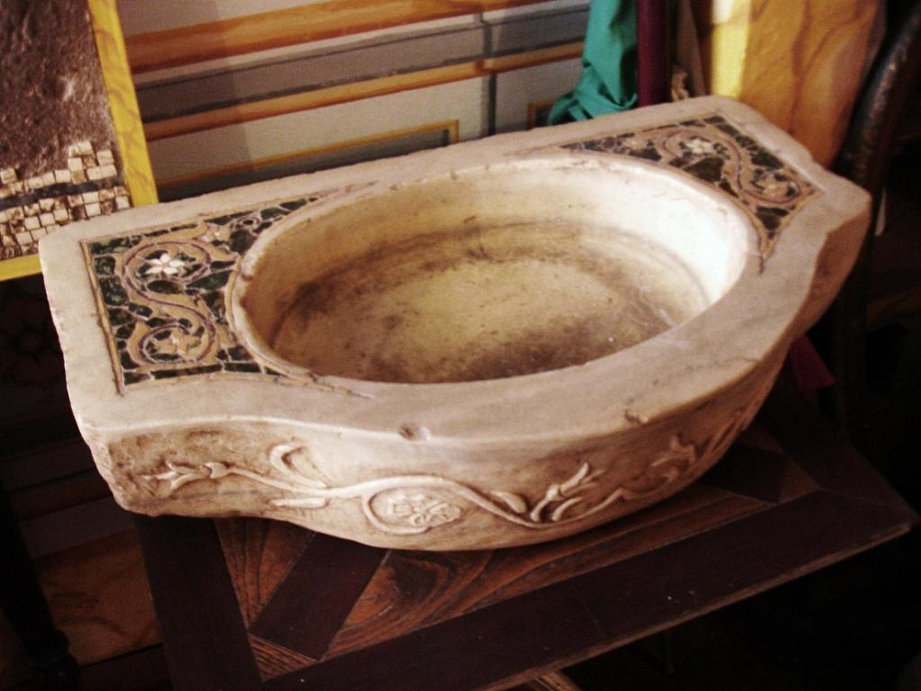 La Bottega delle Arti Antiche  Lavabi sculture e elementi architettoni   TrovaPavimentiit