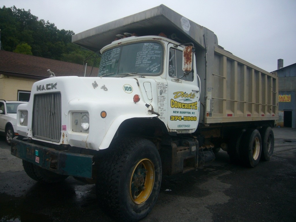 hight resolution of make mack model dm type tandem axle dump truck motor mack em6 2 valve tip turbine mech 300 hp wetline for dump body air to air no engine brake no