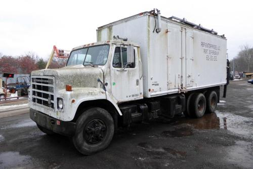 small resolution of make international model f2275 type tandem axle box truck motor cummins bc3 mech 350 hp sold 3 16 19 engine brake no air to air no