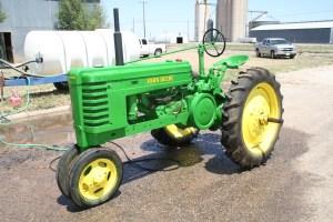 John Deere H (1942)   Troy's Tractors