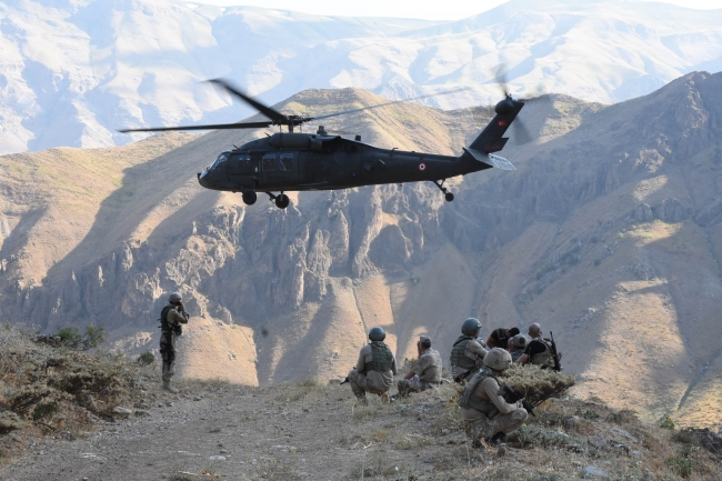 Güvenlik güçleri yurt içinde ve sınır ötesinde operasyonlara aralıksız devam ediyor. Foto: AA