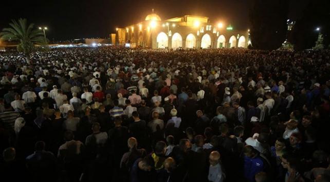 Image result for Mescid-i Aksa'da yüz binlerce kişi Kadir Gecesini ihya etti