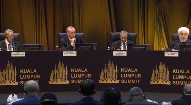 Cumhurbaşkanı Erdoğan: Destek vermiyorlar ama teröristlere silah veriyorlar