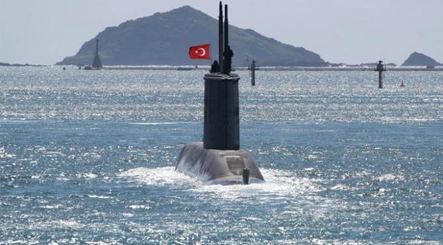 Türkiyenin yeni denizaltısı Pirireis suyla buluşuyor