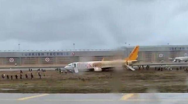 Sabiha Gökçende yolcu uçağı pistten çıktı