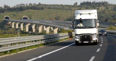 Autostrada_Catania_Siracusa_RenaultT_gallerie