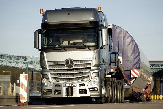 Mercedes-Benz; Actros; SLT; 4163; heavy haulage transport; Schwertransport; Windkraftanlage; wind energy plant; wind park; Windpark