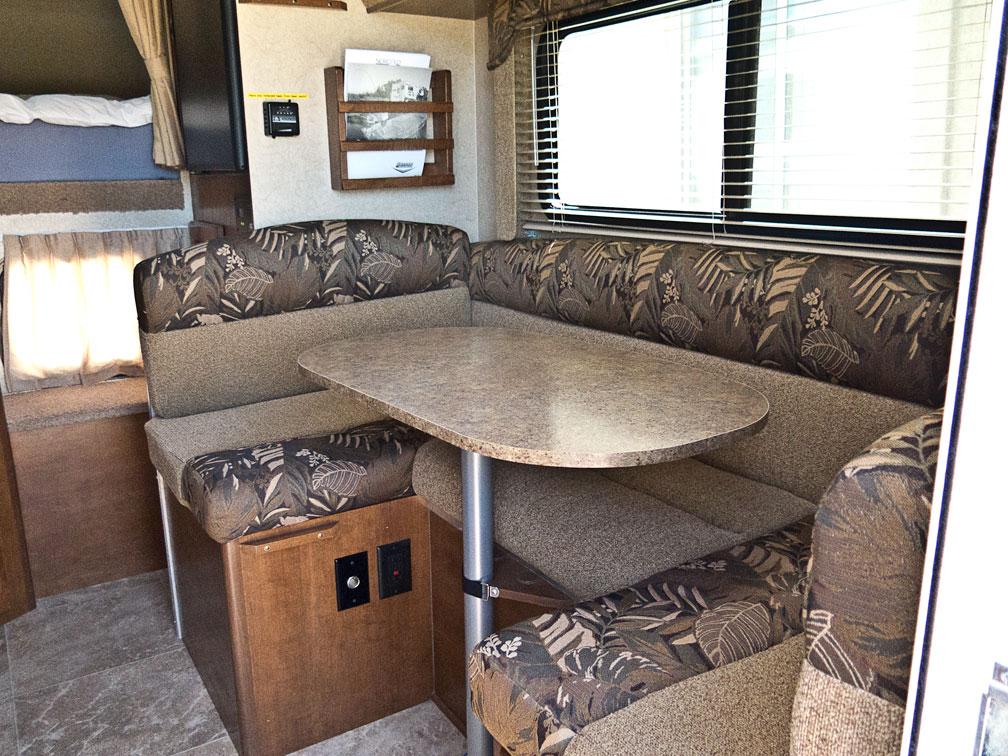 © Barsky Lance 865 Truck Camper
