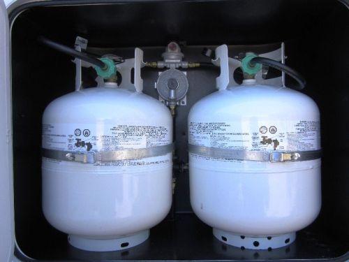 2015-89rb-propane-compartment-2