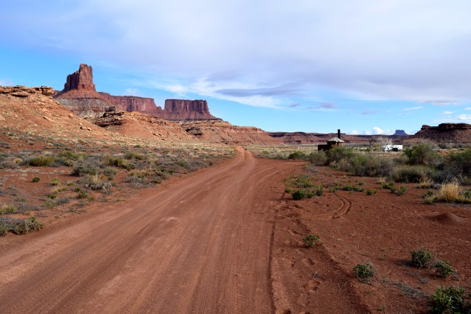 Canyonlands White Rim Trail - Truck Camper Adventure