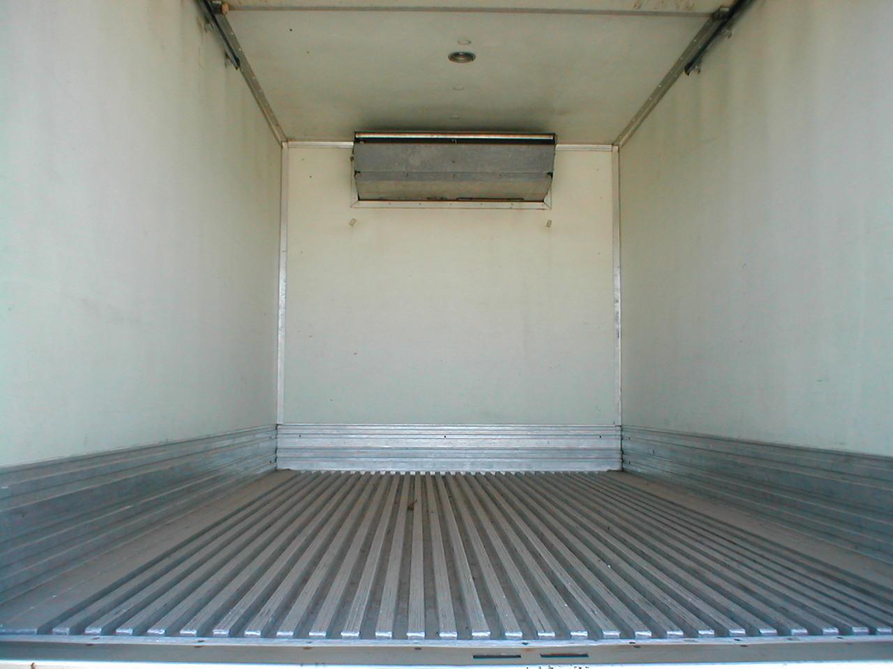 1999 GMC W4500 refrigerated van
