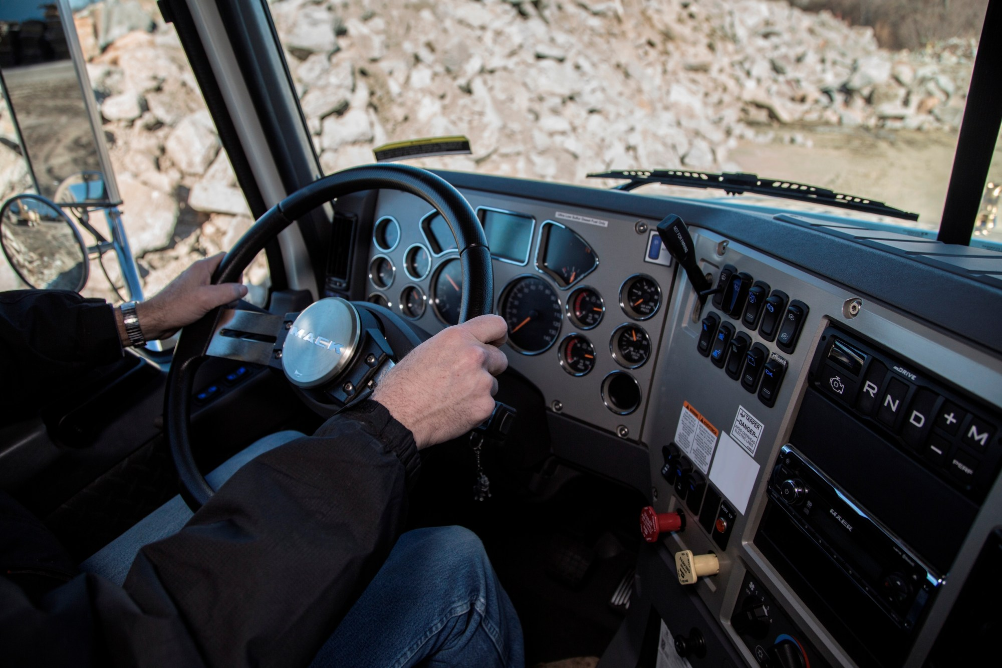 hight resolution of mack granite mdrive hd cab interior