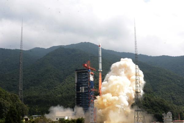 Китай провел успешный запуск ракеты-носителя «Чанчжэн-2» с тремя спутниками на борту