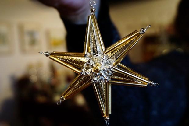 Stern Weihnachtsschmuck aus Hohlglasperlen