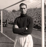 Ray Wood in goal for Man U