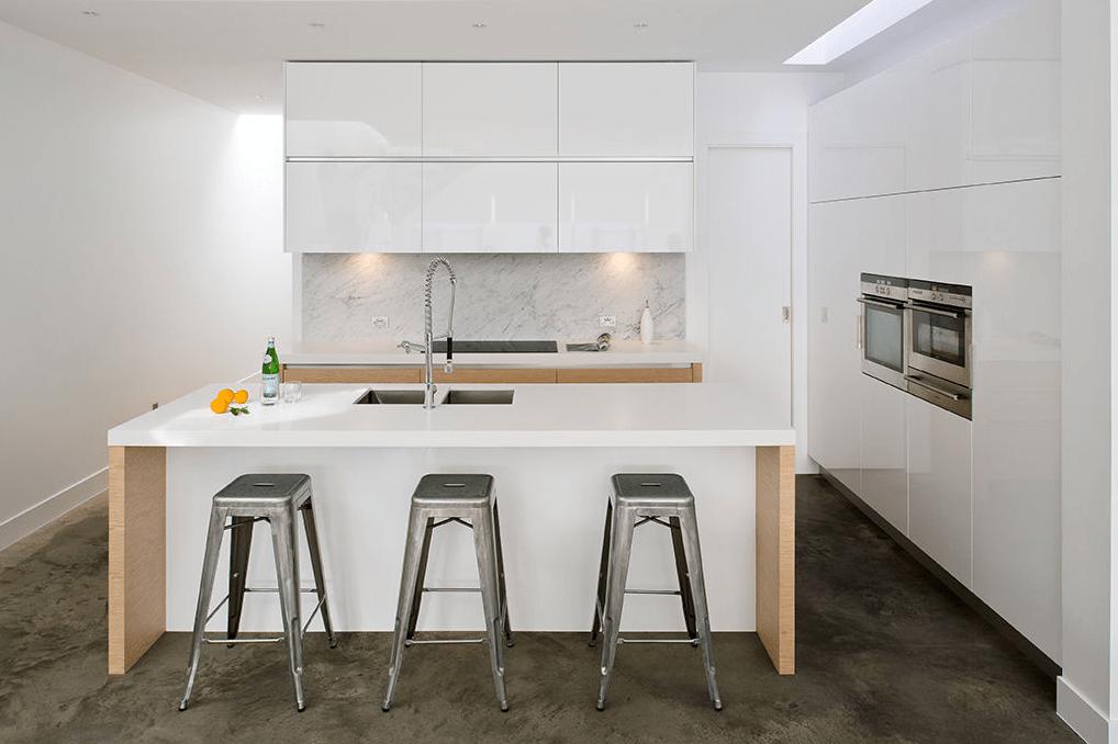 White and oak handleless kitchen  TRUE handleless