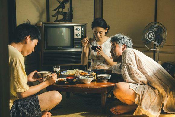 共食家族 --【觸電網】電影情報一網打盡!