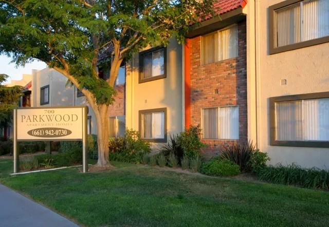 https www trulia com c ca lancaster parkwood apartments 700 w avenue i lancaster ca 93534 2116796713